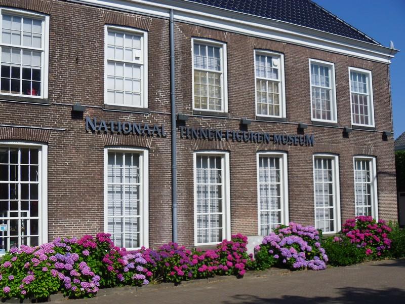 Het enige Nationaal Tinnen Figuren Museum staat in Ommen aan de Vecht